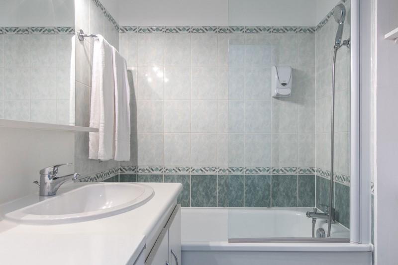 7-Salle de bain résidence Pythagore Tolbiac(1)